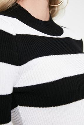 TRENDYOLMİLLA Siyah Çizgili Crop Triko Kazak TWOAW20KZ0255 3