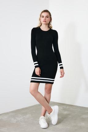 TRENDYOLMİLLA Siyah Etek Ucu Çizgili Triko Elbise TWOAW20EL1274 0