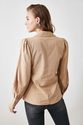 TRENDYOLMİLLA Camel Kol Büzgü Detaylı Gömlek TWOSS20GO0065 4