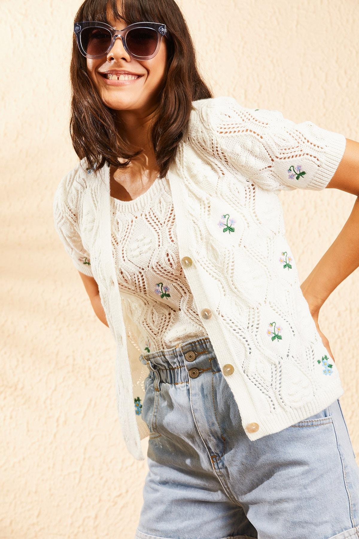 Bianco Lucci Kadın Ekru Nakış İşlemeli Hırka ve Crop Top Bluz Triko Takım 10101032 4