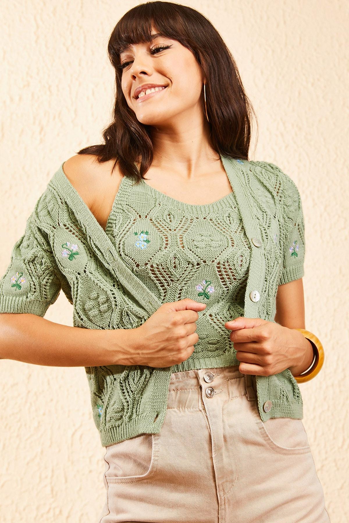 Bianco Lucci Kadın Çağla Yeşili Kadın Nakış İşlemeli Hırka ve Crop Top Bluz Triko Takım 10101032 4