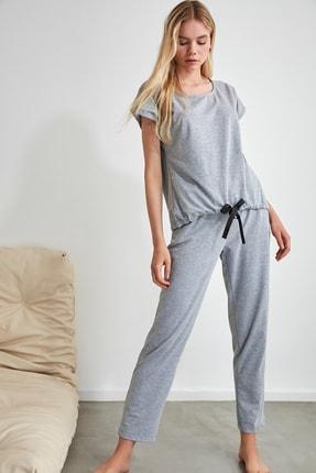 TRENDYOLMİLLA Gri Bağlama Detaylı Örme Pijama Takımı THMSS20PT0068 4