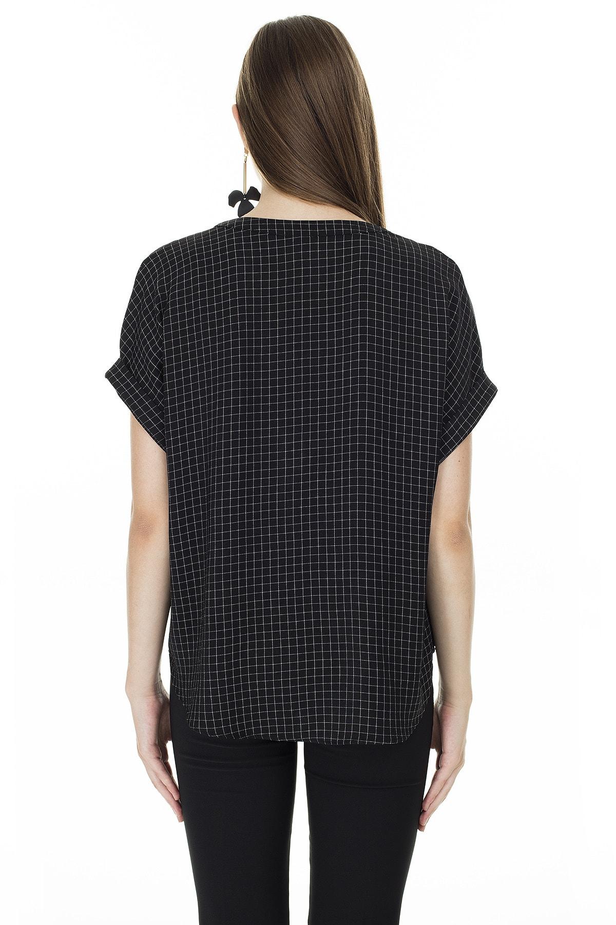 Ayhan Siyah-Ekru Kareli V Yaka Bluz Kadın Bluz 04681405 1