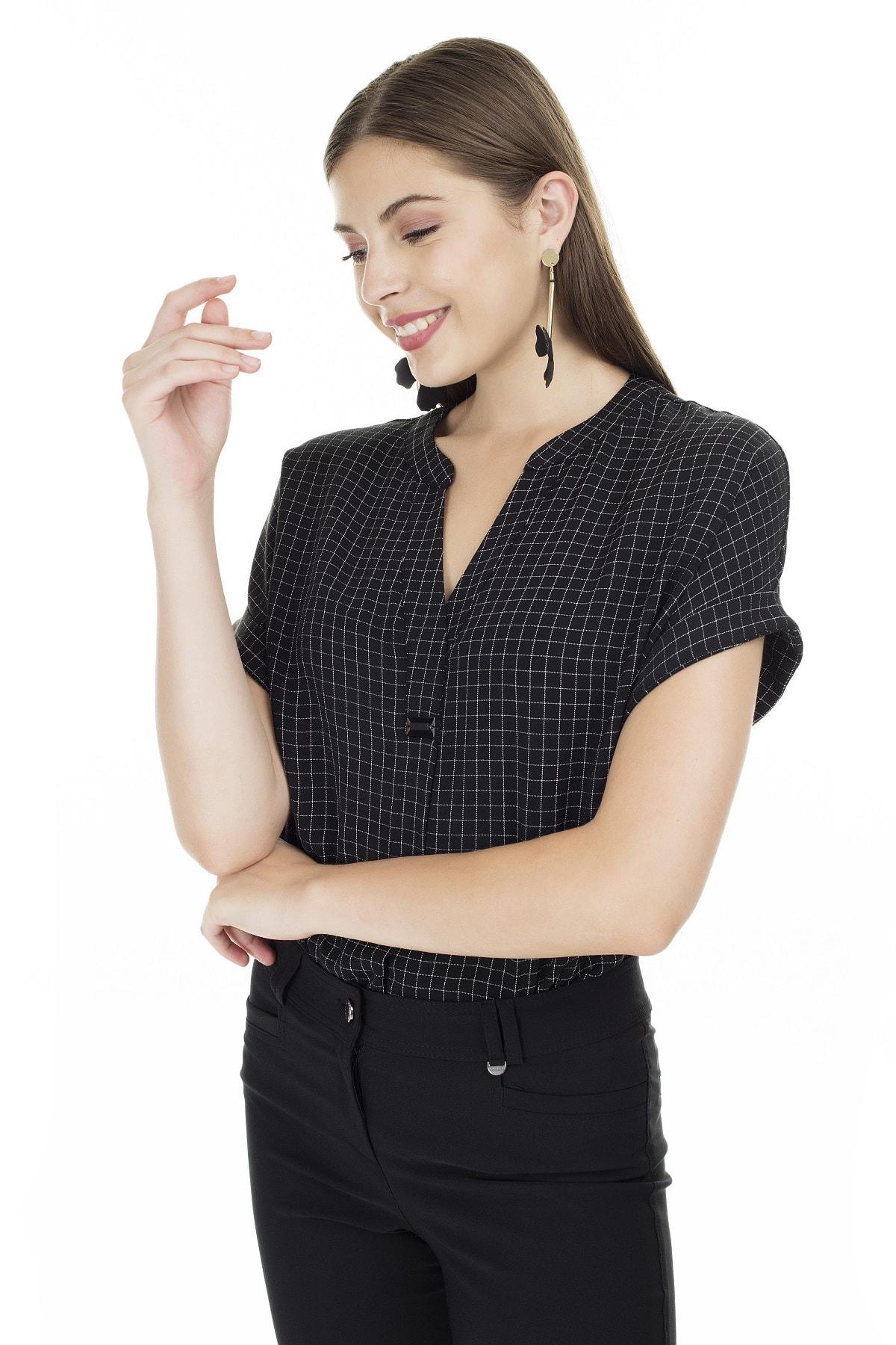 Ayhan Siyah-Ekru Kareli V Yaka Bluz Kadın Bluz 04681405 2