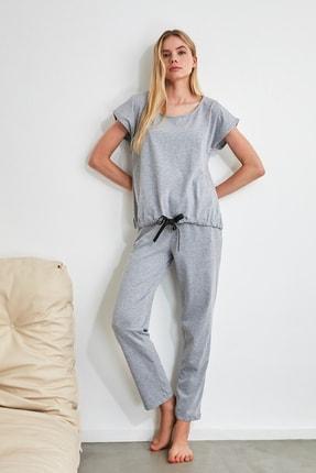 TRENDYOLMİLLA Gri Bağlama Detaylı Örme Pijama Takımı THMSS20PT0068 2