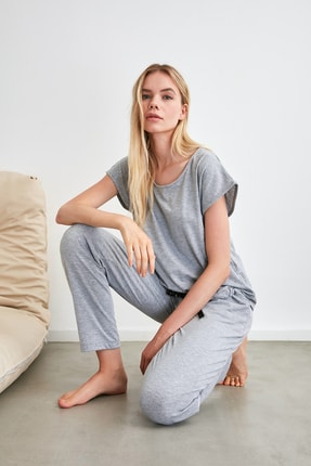 TRENDYOLMİLLA Gri Bağlama Detaylı Örme Pijama Takımı THMSS20PT0068 3