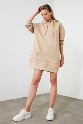 TRENDYOLMİLLA Camel Uzun Oversize Sırtı Baskılı Kapüşonlu Örme Sweat Elbise TWOAW21EL0027 3