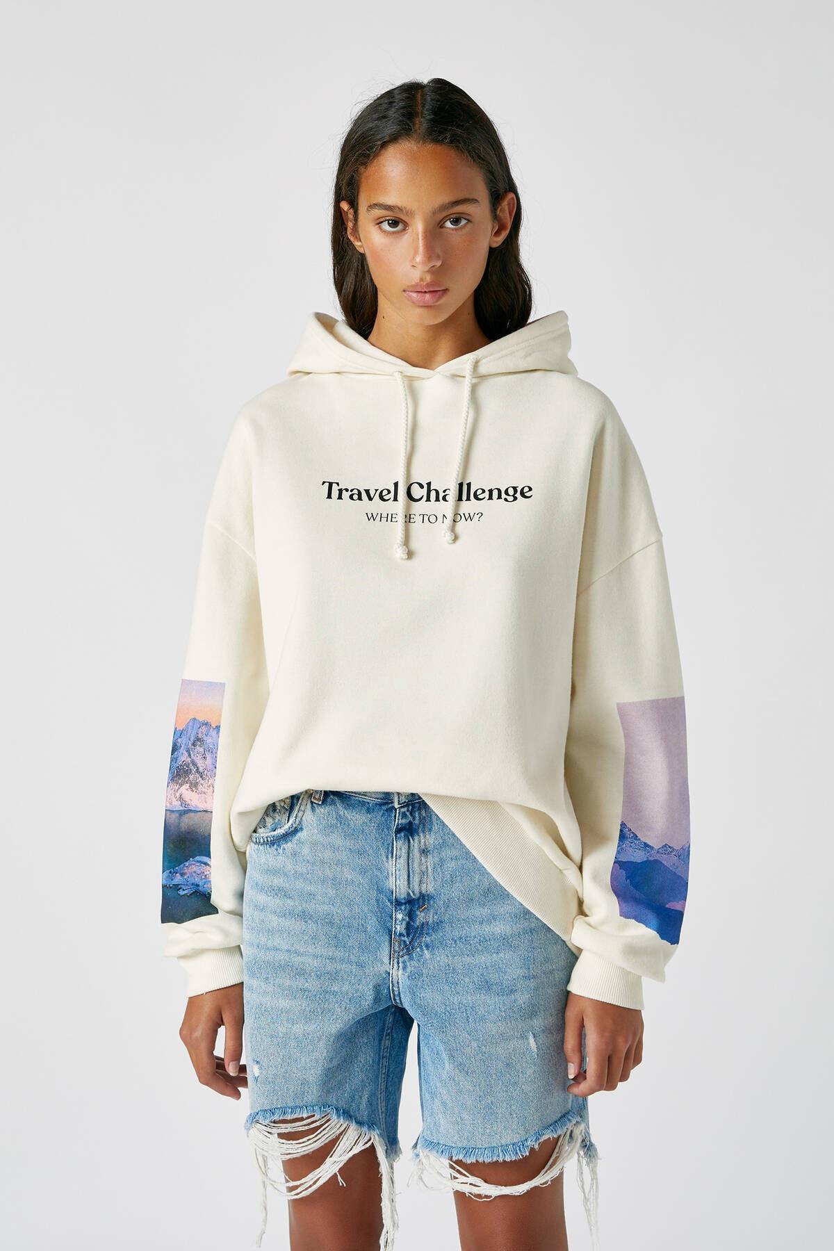 Pull & Bear Kadın Buz Rengi Kolu Fotoğraf Görselli Beyaz Sweatshirt 09594325 0