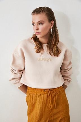 TRENDYOLMİLLA Bej Nakışlı ve Şardonlu Crop Örme Sweatshirt TWOAW20SW0145 3