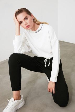TRENDYOLMİLLA Ekru Dik Yaka Crop Örme Sweatshirt TWOSS20SW0123 1