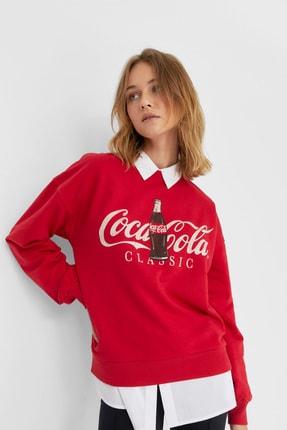 Stradivarius Kadın Kırmızı Coca-Cola Baskılı Sweatshirt 06614699 0