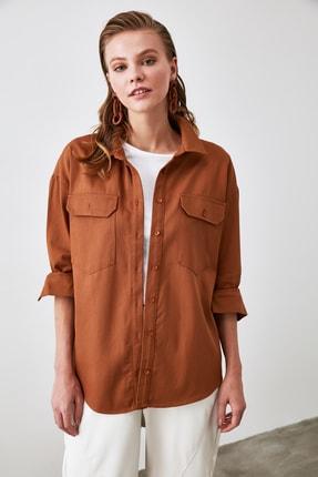 TRENDYOLMİLLA Camel Arka Baskı Detaylı Gömlek TWOAW20GO0394 4