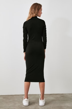 TRENDYOLMİLLA Siyah Büzgü Detaylı Dik Yaka Örme Elbise TWOAW21EL0236 4