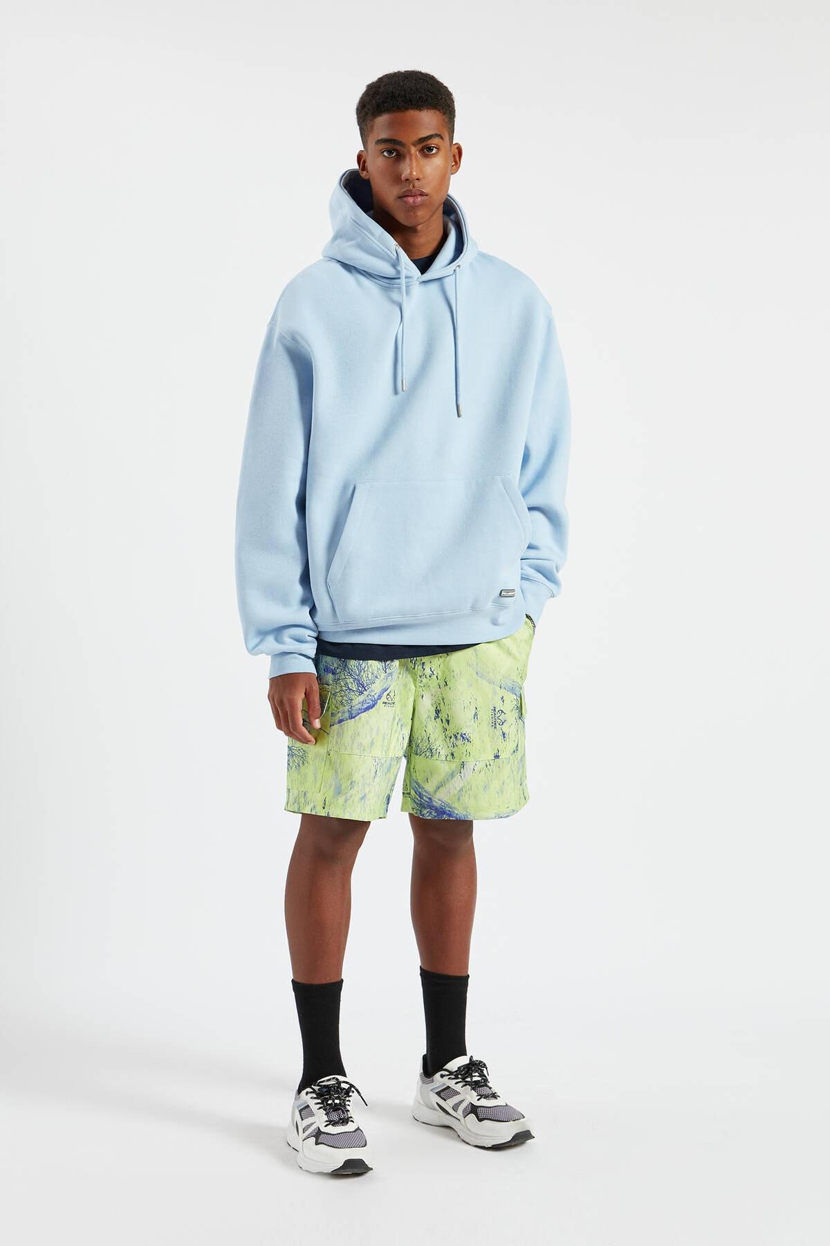 Pull & Bear Erkek Gök Mavisi Kapüşonlu Kanguru Cepli Basic Sweatshirt 09594513 1