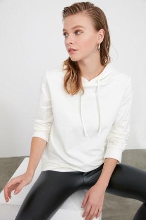 TRENDYOLMİLLA Ekru Kapüşonlu Basic Örme Sweatshirt TWOAW20SW0059 4