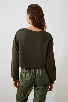 TRENDYOLMİLLA Haki Nakışlı Crop Örme Sweatshirt TWOAW20SW0145 3