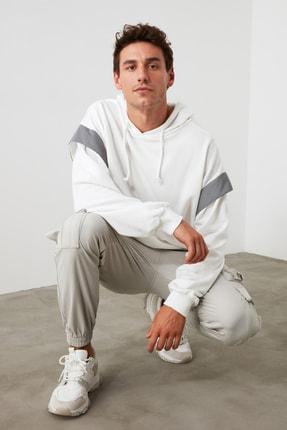 TRENDYOL MAN Beyaz Erkek Geniş Kesim Kapüşonlu Reflektör Detaylı Sweatshirt TMNSS20SW0205 0