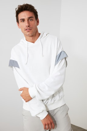 TRENDYOL MAN Beyaz Erkek Geniş Kesim Kapüşonlu Reflektör Detaylı Sweatshirt TMNSS20SW0205 1
