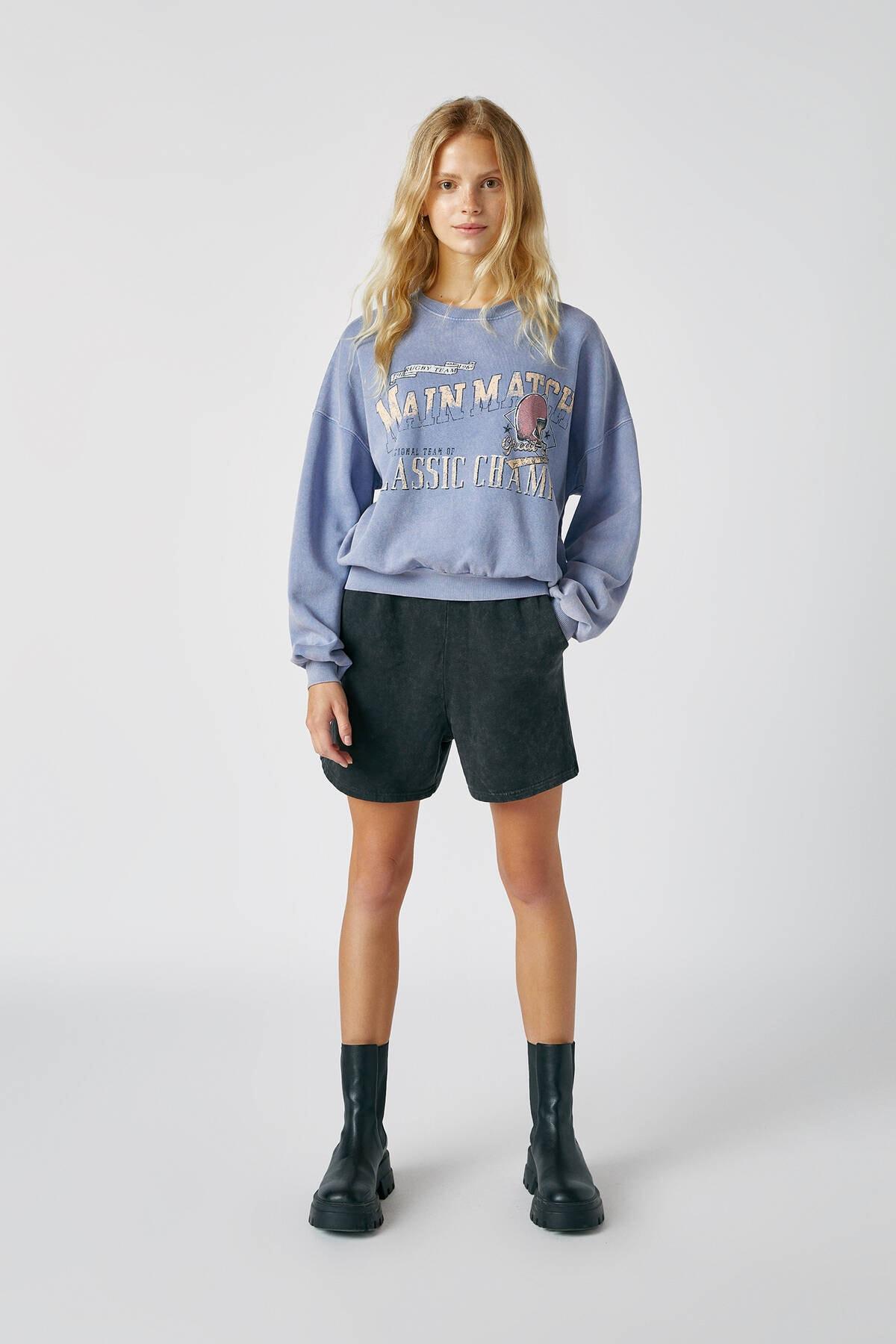 Pull & Bear Kadın Bulut Mavisi Kontrast Sloganlı Sweatshirt 09594307 1