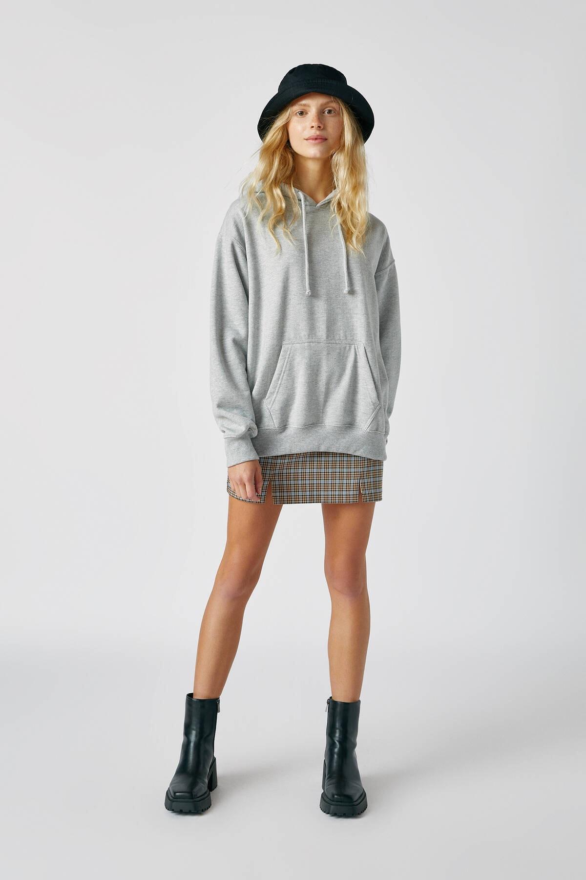 Pull & Bear Kadın Orta Melanj Basic Uzun Kollu Kapüşonlu Sweatshirt 09594301 1