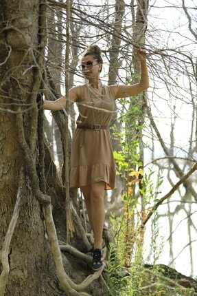 Crep Tekstil Bej Rengi Eteği Fırfırlı Elbise 1