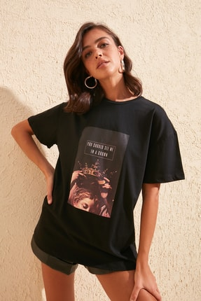 TRENDYOLMİLLA Siyah Baskılı Boyfriend Örme T-Shirt TWOSS20TS0818 0