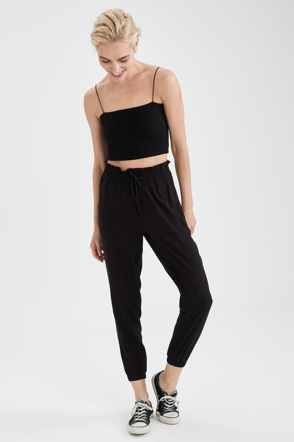 Kadın Siyah Beli Bağcıklı Relax Fit Jogger Pantolon