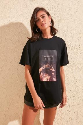 TRENDYOLMİLLA Siyah Baskılı Boyfriend Örme T-Shirt TWOSS20TS0818 2