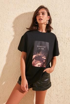 TRENDYOLMİLLA Siyah Baskılı Boyfriend Örme T-Shirt TWOSS20TS0818 1