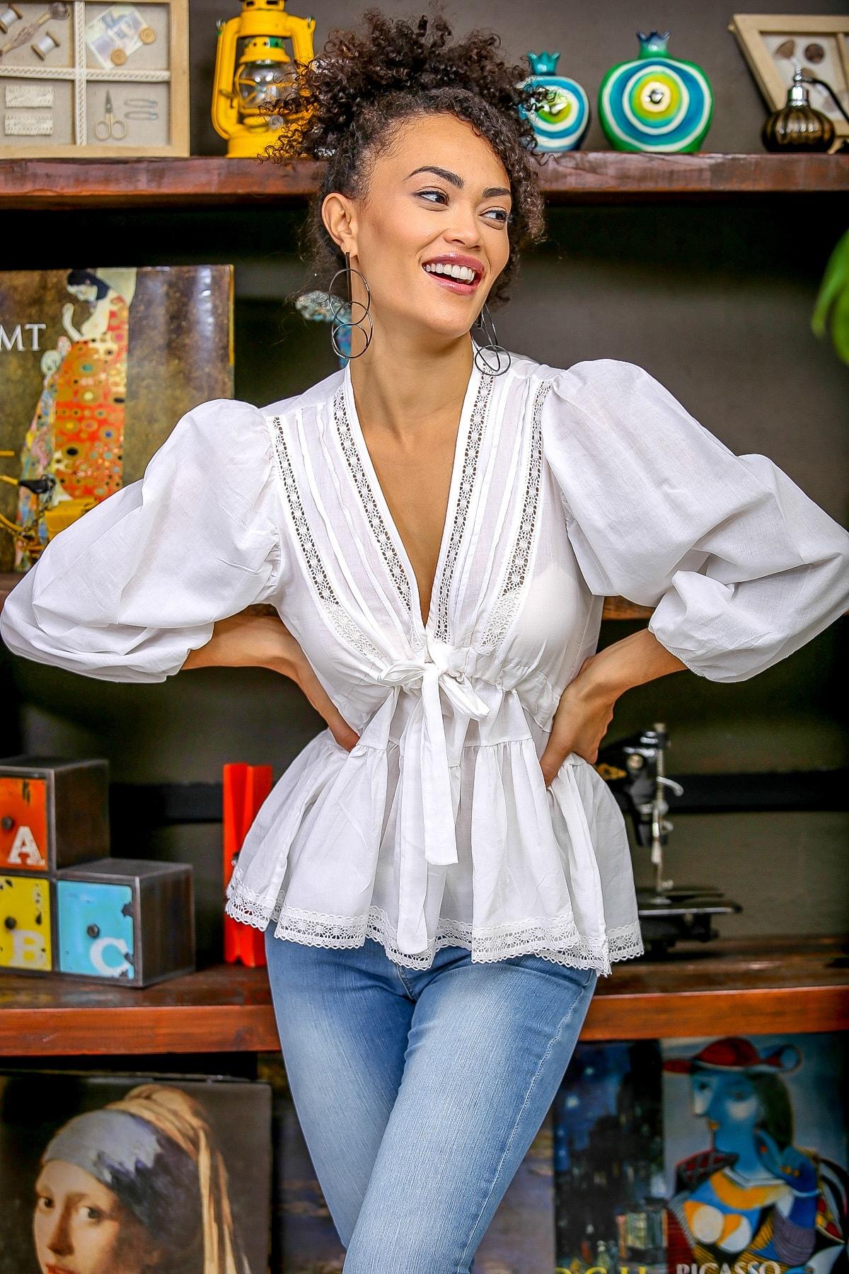 Chiccy Kadın Beyaz Dantel Detaylı V Yaka Bağlamalı Büzgülü Balon Kol Etek Ucu Dantel Bluz M10010200BL96381 3