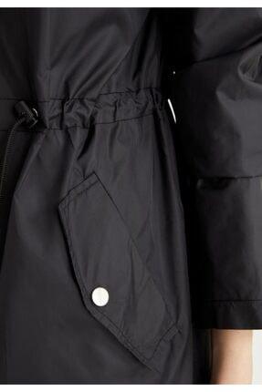 Defacto Kadın Siyah Kapüşonlu Beli Büzgülü Relax Fit Yağmurluk 2