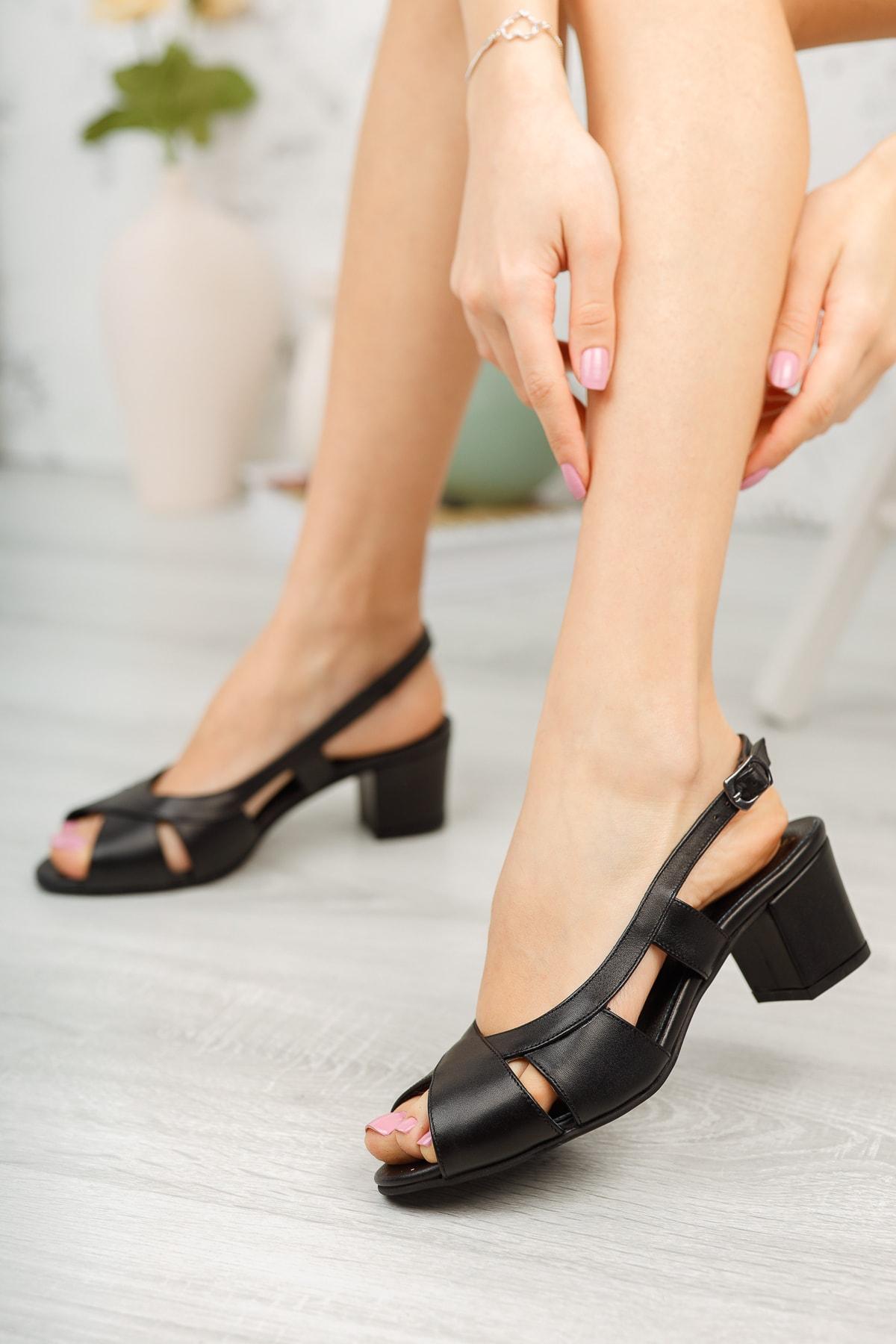 Siyah Deri Kadın Klasik Topuklu Ayakkabı