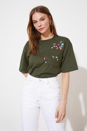 TRENDYOLMİLLA Haki Cebi Nakışlı Basic Örme T-Shirt TWOSS21TS2964 0