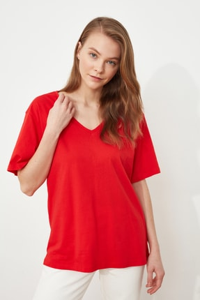 TRENDYOLMİLLA Kırmızı %100 Pamuk V Yaka Boyfriend Örme T-Shirt TWOSS20TS0132 1