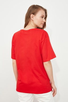 TRENDYOLMİLLA Kırmızı %100 Pamuk V Yaka Boyfriend Örme T-Shirt TWOSS20TS0132 3