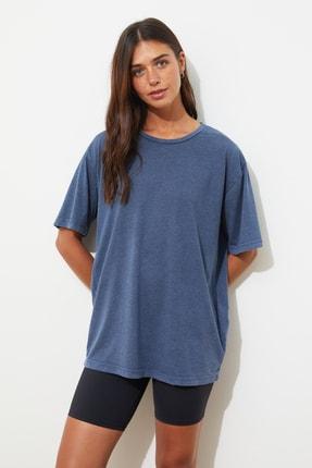 TRENDYOLMİLLA Mavi Yıkamalı ve Varak Baskılı Boyfriend Örme T-Shirt TWOSS21TS0854 3