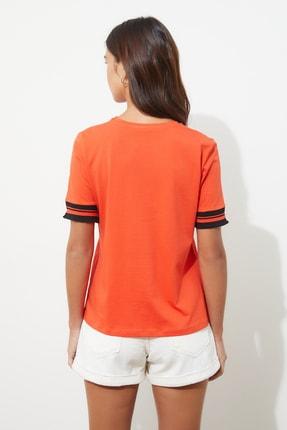 TRENDYOLMİLLA Kırmızı Kol Detaylı Basic Örme T-shirt TWOSS19DU0255 4