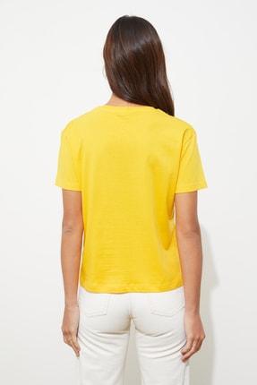 TRENDYOLMİLLA Sarı Baskılı Semi-Fitted Örme T-Shirt TWOSS20TS0314 3