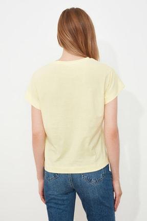 TRENDYOLMİLLA Sarı Baskılı Semifitted Örme T-Shirt TWOSS21TS1721 4