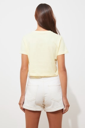 TRENDYOLMİLLA Sarı Baskılı Crop Örme T-Shirt TWOSS21TS2101 4