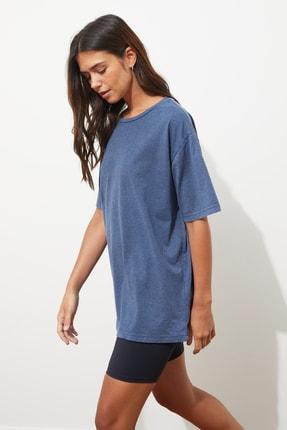 TRENDYOLMİLLA Mavi Yıkamalı ve Varak Baskılı Boyfriend Örme T-Shirt TWOSS21TS0854 0