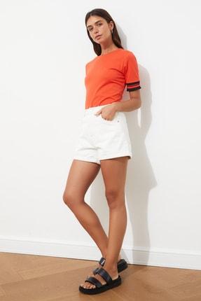 TRENDYOLMİLLA Kırmızı Kol Detaylı Basic Örme T-shirt TWOSS19DU0255 2