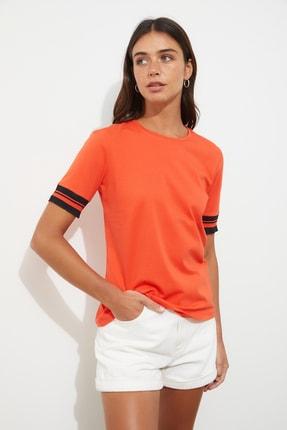 TRENDYOLMİLLA Kırmızı Kol Detaylı Basic Örme T-shirt TWOSS19DU0255 3