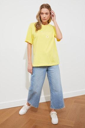TRENDYOLMİLLA Sarı Nakışlı Boyfriend Örme T-shirt TWOSS19IS0051 3