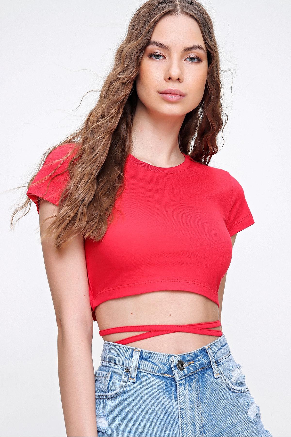 Trend Alaçatı Stili Kadın Kırmızı Bisiklet Yaka Bağcıklı Crop Fit T-Shirt ALC-X6042