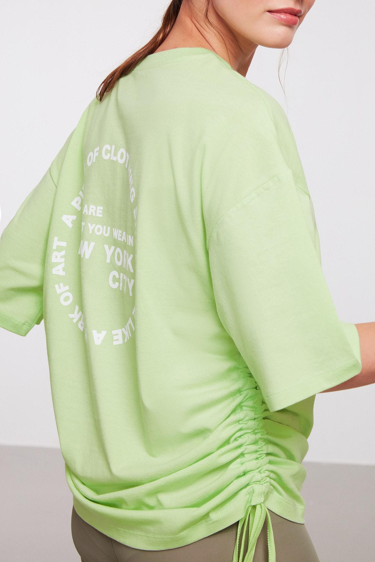 Pıece Kadın Açık Yeşil Oversize Bisiklet Yaka Düşük Omuz Arkası Baskılı Yanları Büzgülü T-shirt