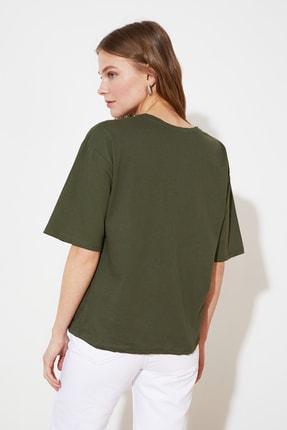TRENDYOLMİLLA Haki Cebi Nakışlı Basic Örme T-Shirt TWOSS21TS2964 3