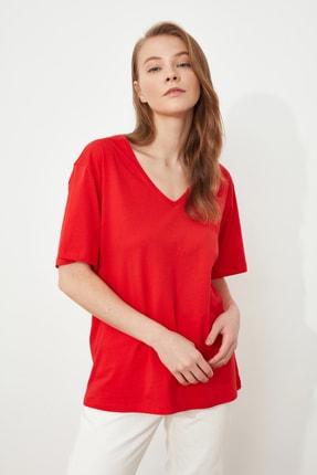 TRENDYOLMİLLA Kırmızı %100 Pamuk V Yaka Boyfriend Örme T-Shirt TWOSS20TS0132 0