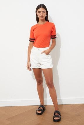 TRENDYOLMİLLA Kırmızı Kol Detaylı Basic Örme T-shirt TWOSS19DU0255 1