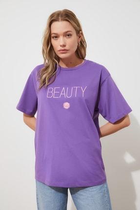 TRENDYOLMİLLA Mor Nakışlı Boyfriend Örme T-shirt TWOSS19IS0051 1